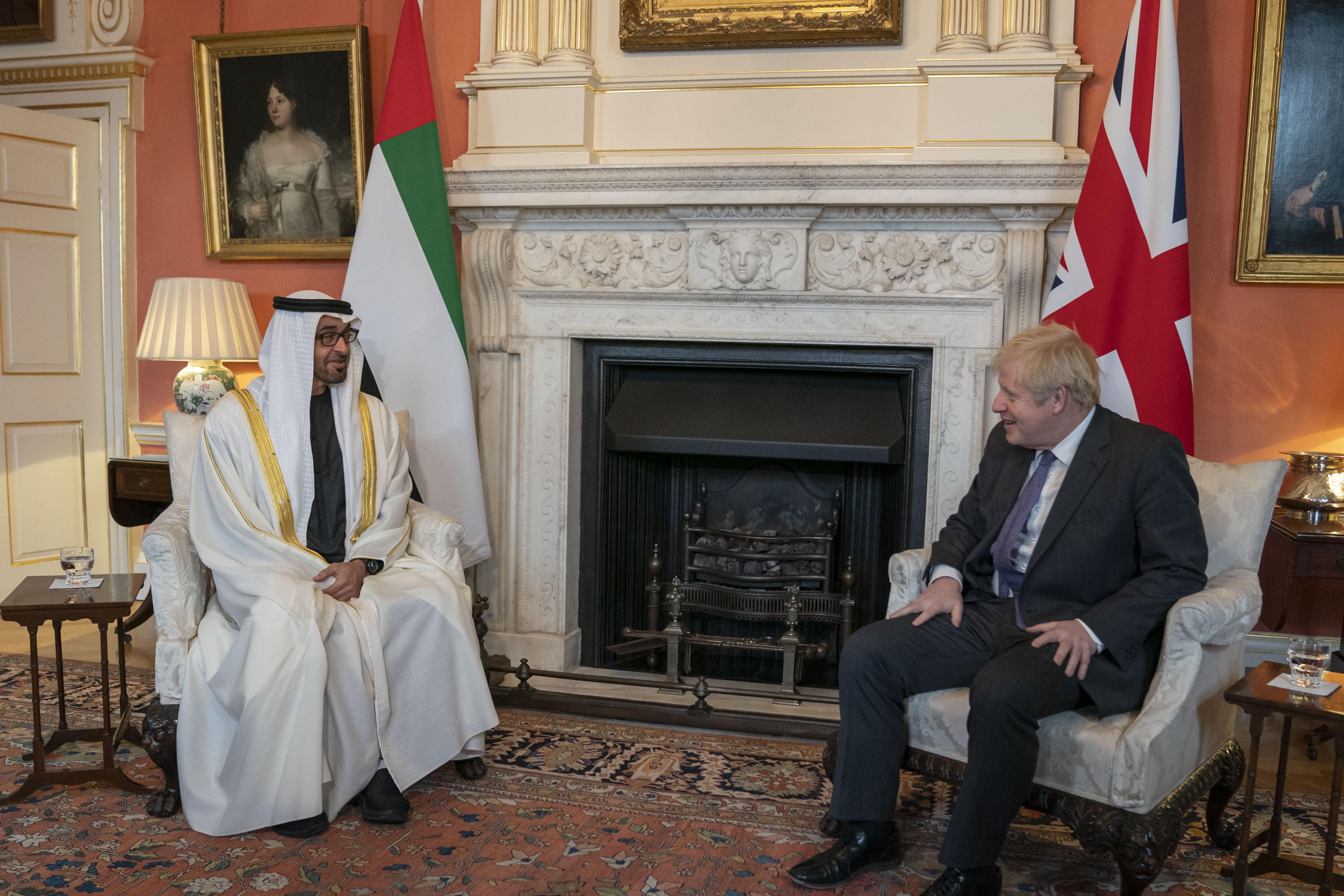 محمد بن زايد يبحث العلاقات الثنائية وقضايا المنطقة مع رئيس الوزراء البريطاني