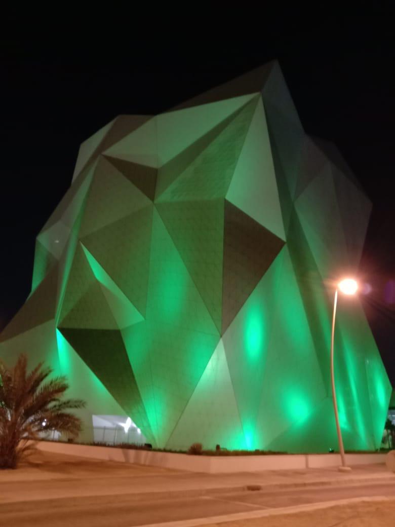 أبوظبي تضيء أبرز معالمها باللون الأخضر وشعار أسبوع أبوظبي للاستدامة تمهيدا لانطلاق فعالياته