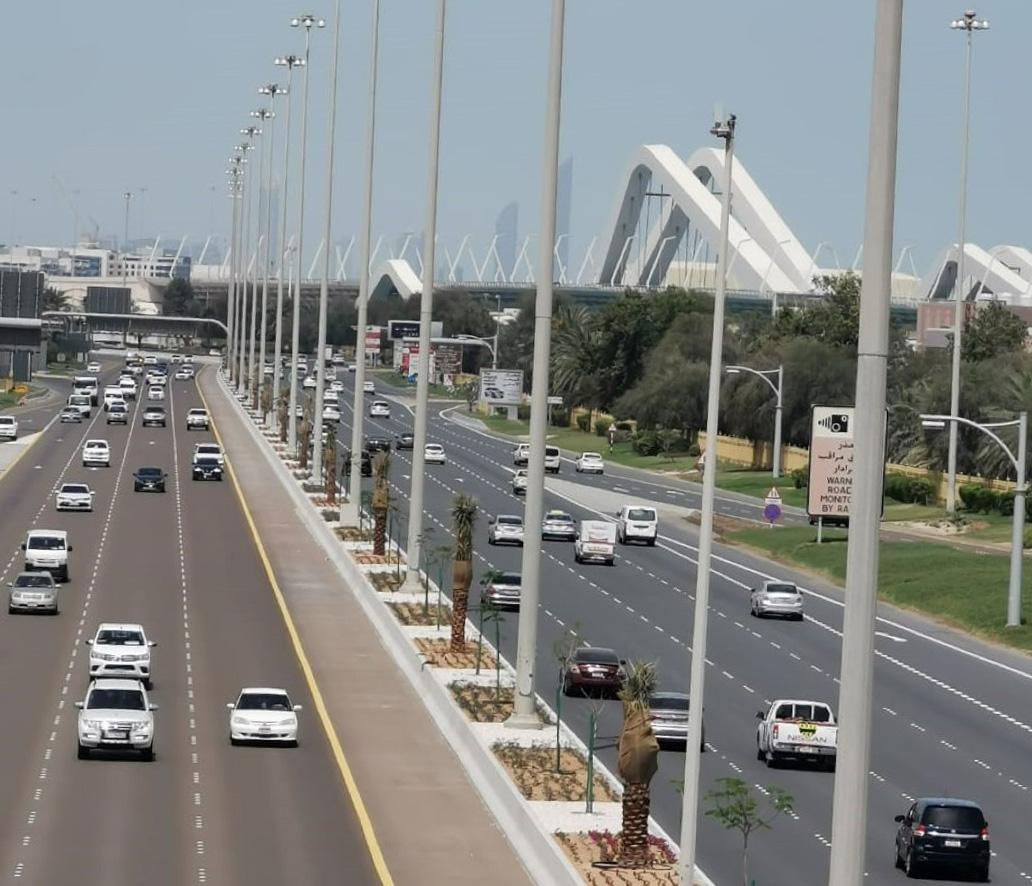 بلدية أبوظبي تنفذ أعمالاً تطويرية متفرقة لرفع كفاءة الطرق السريعة في البر الرئيسي