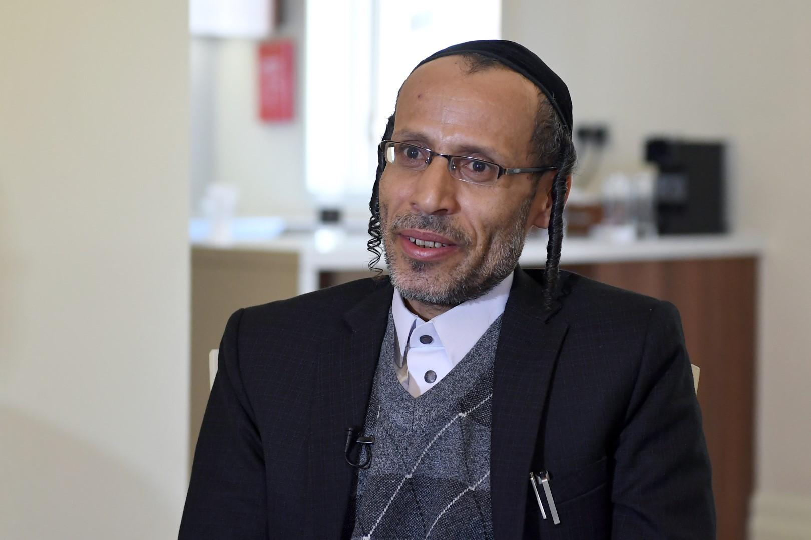 من اليمن إلى لندن.. رحلة عقدين من الفراق لأسرة يمنية يهودية جمعتها إنسانية الإمارات