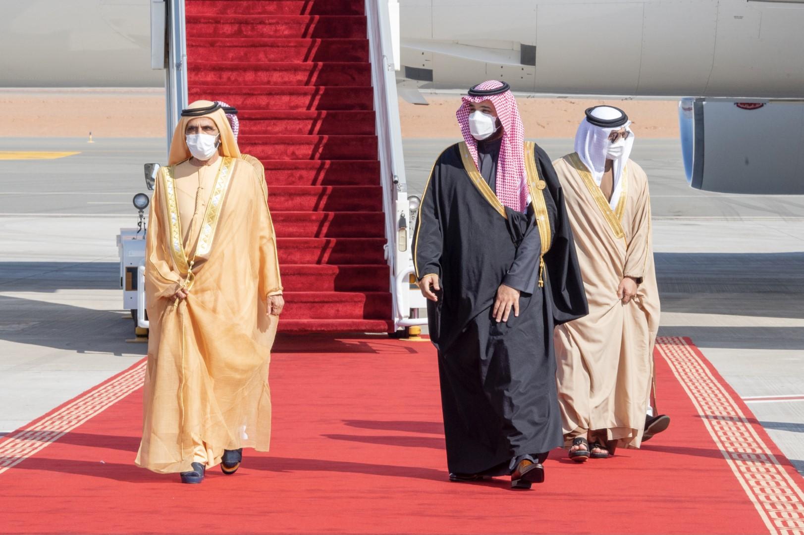 """#القمة_الخليجية_في_العلا .. محمد بن راشد يصل إلى """"العلا"""" للمشاركة في القمة الـ41 لقادة مجلس التعاون الخليجي"""