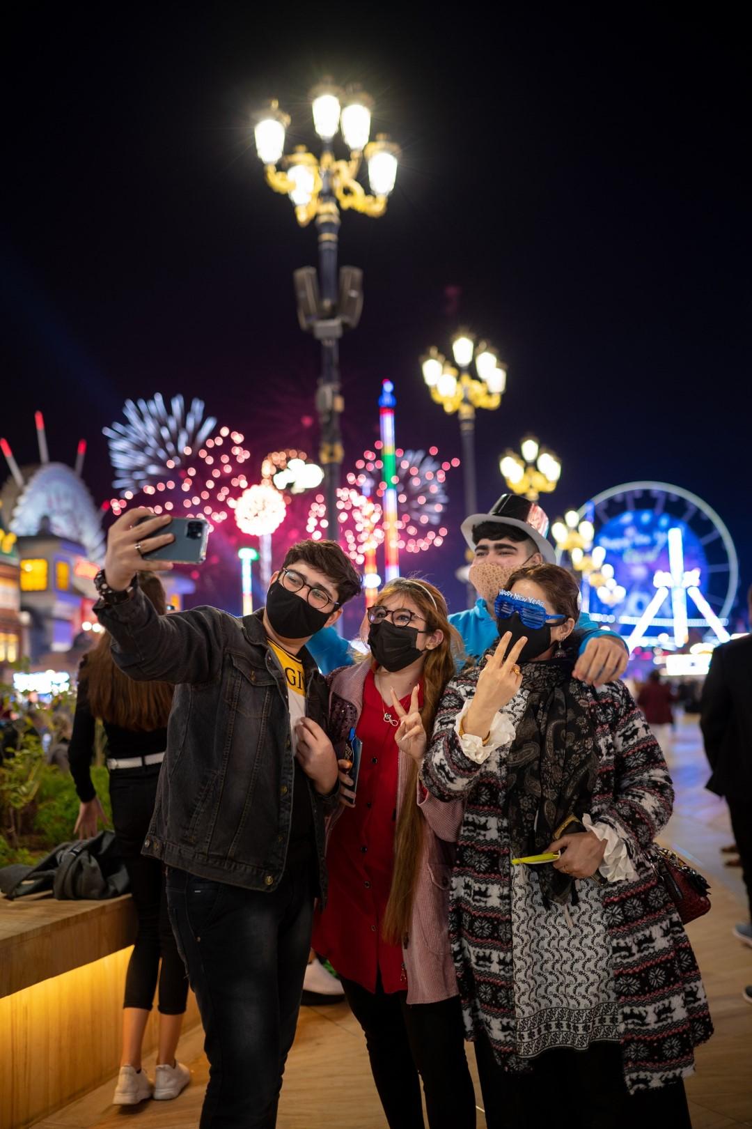 القرية العالمية تشهد احتفالات استثنائية بمناسبة رأس السنة الجديدة 2021