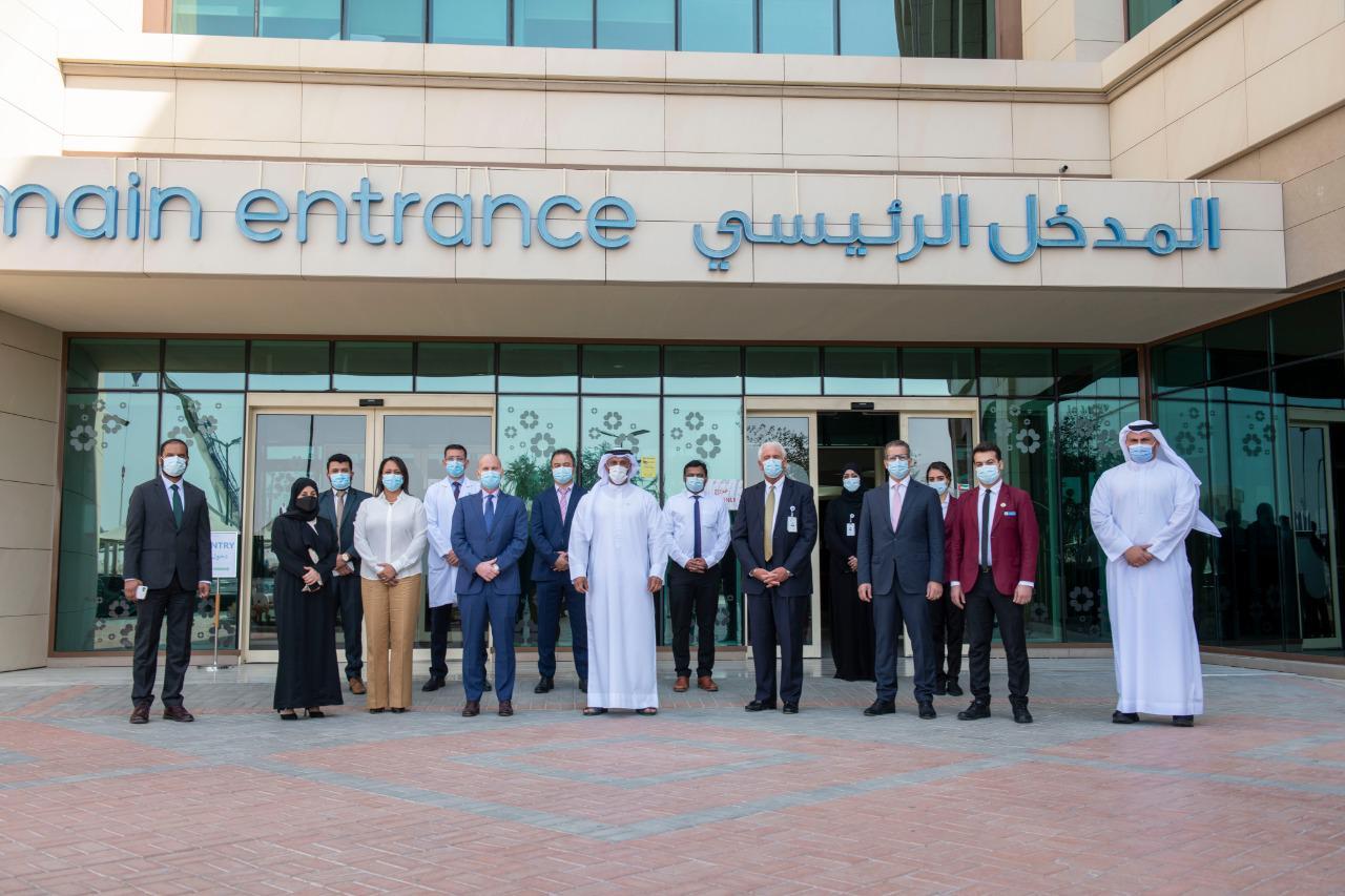 عبدالله آل حامد يزور مركز لقاح كوفيد-19 بمستشفى إن إم سي رويال - مدينة خليفة