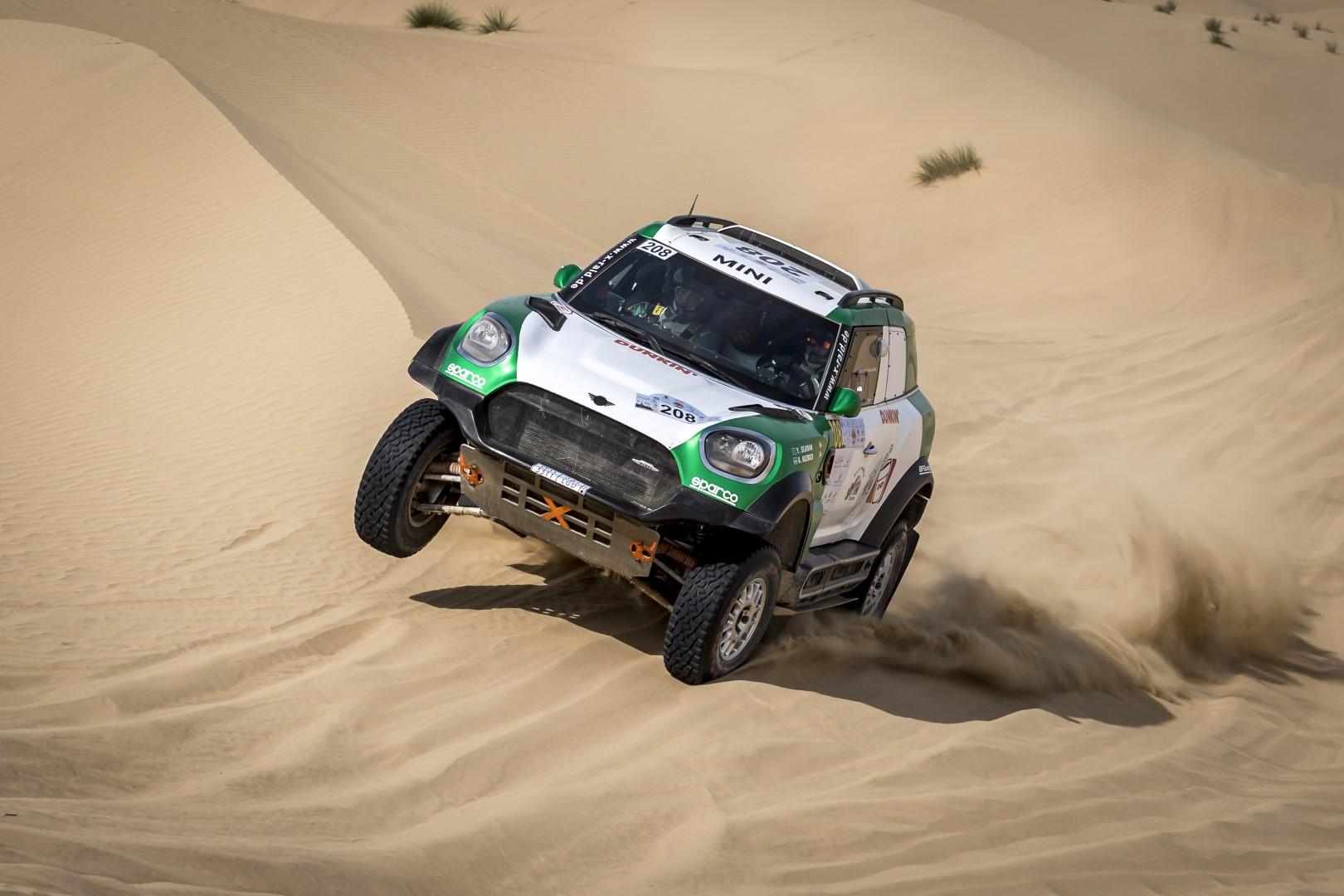 السعودي يزيد الراجحي يتصدر القسم الأول من رالي دبي الصحراوي وخالد القاسمي في المركز الثالث