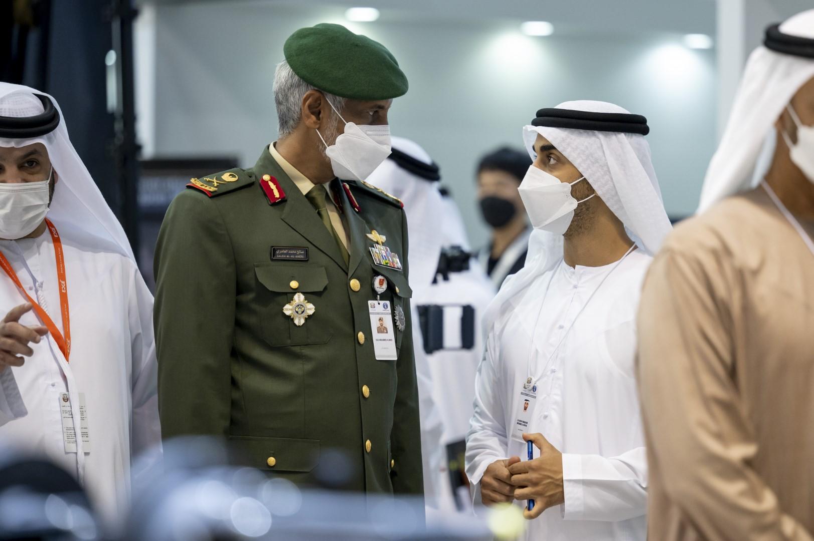 """محمد بن زايد يزور فعاليات """"آيدكس 2021"""" في ختام دورته الـ 15"""