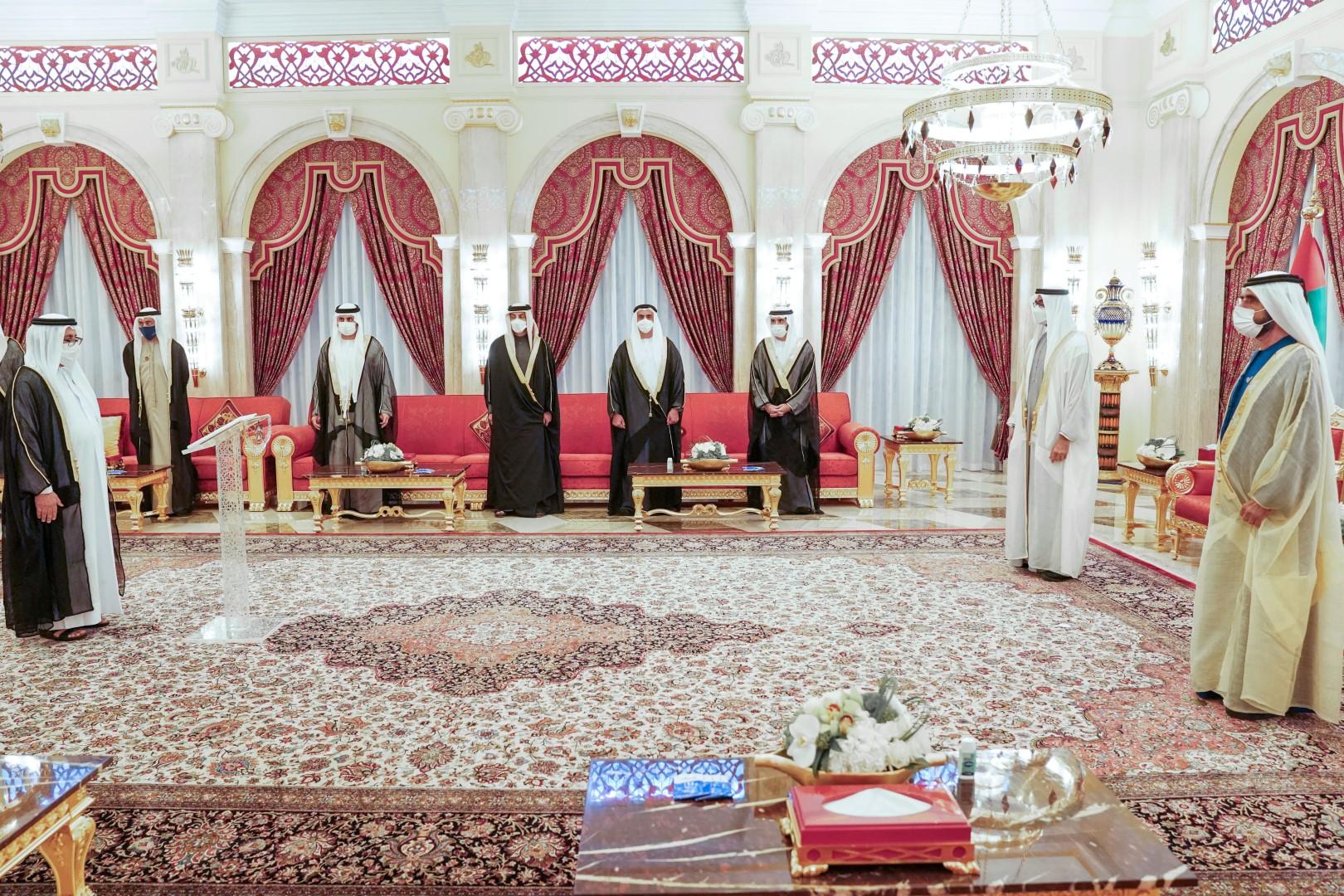 محمد بن راشد ومحمد بن زايد يشهدان أداء اليمين الدستورية لشخبوط بن نهيان وخليفة المرر وزيري دولة في حكومة الإمارات
