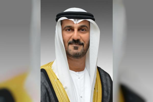 حسين الحمادي: المرأة الإماراتية أضاءت بمعارفها وفكرها النير دروب التقدم