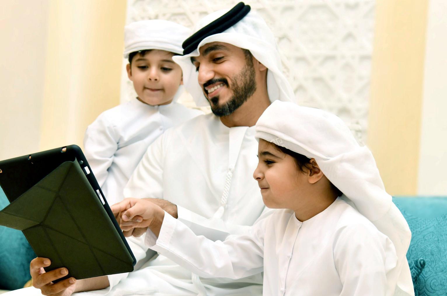 الشارقة : دراسة مسحية تكشف نتائج قياس الوعي حول سلامة الأطفال إلكترونيا