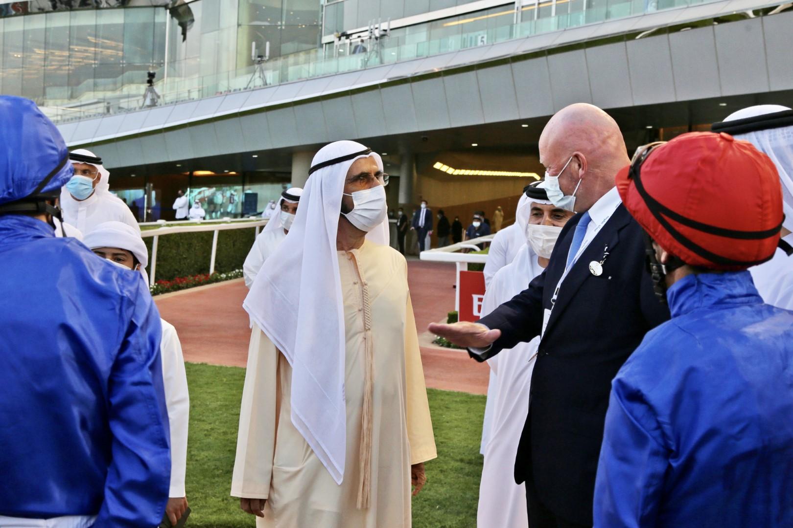 محمد بن راشد يشهد سباق السبت الممتاز للخيول على مضمار ميدان