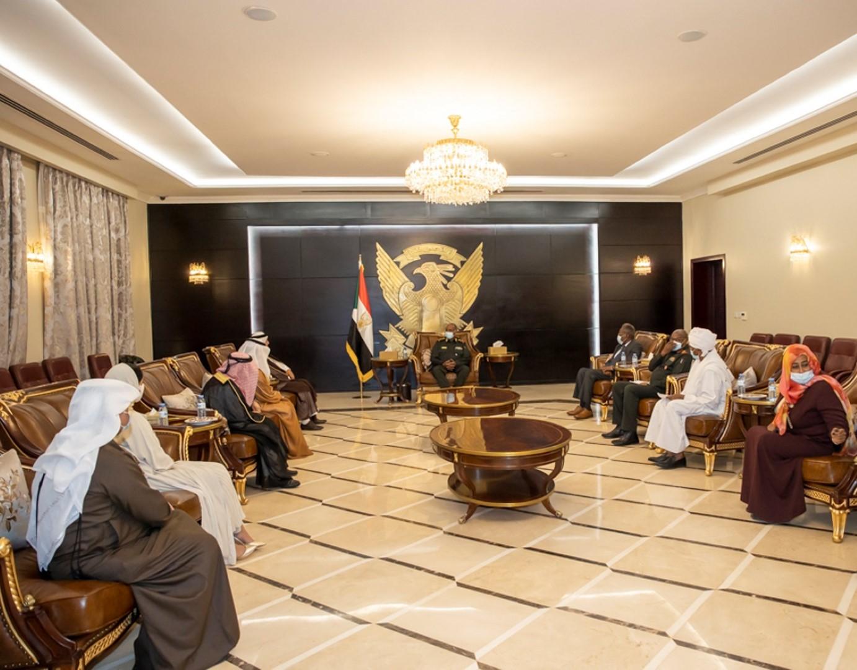البرهان يطلع على المشاريع التنموية لهيئة آل مكتوم الخيرية بالسودان