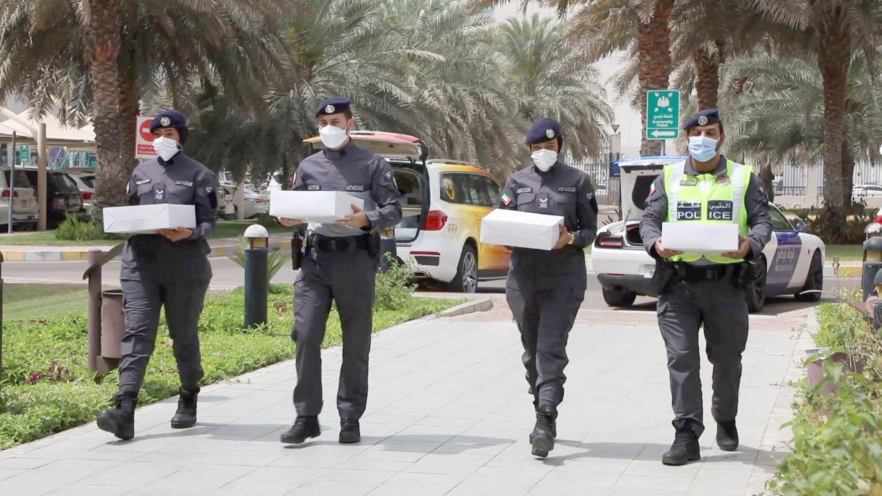 شرطة أبوظبي تُنفذ حزمة مبادرات لتعزيز السعادة والإيجابية الوظيفية
