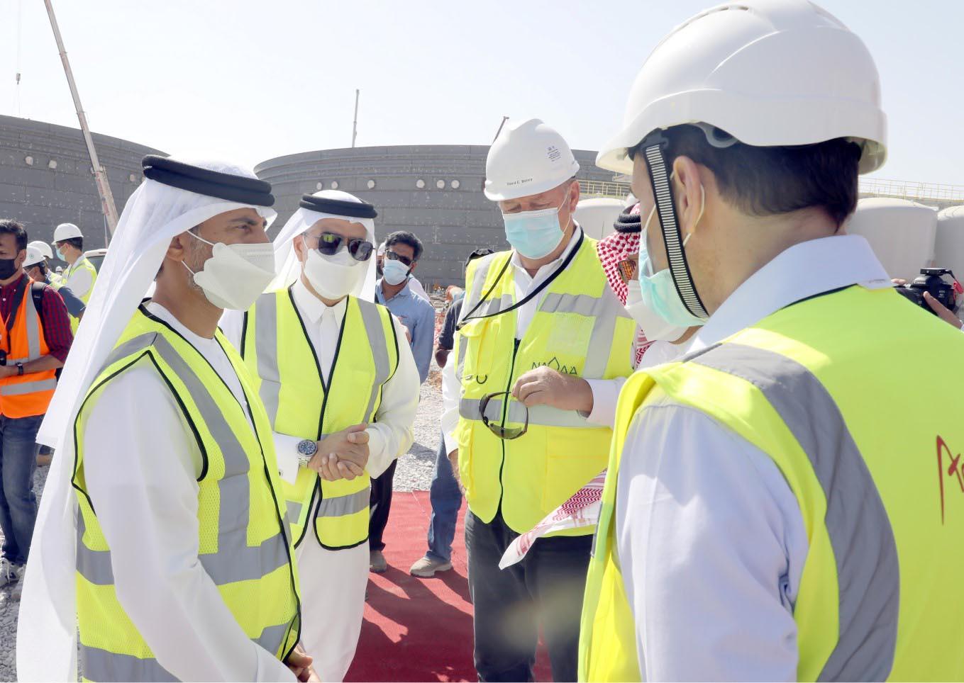 وزير الطاقة يتفقد سير العمل في مشروع محطة تحلية المياه الجديدة بأم القيوين
