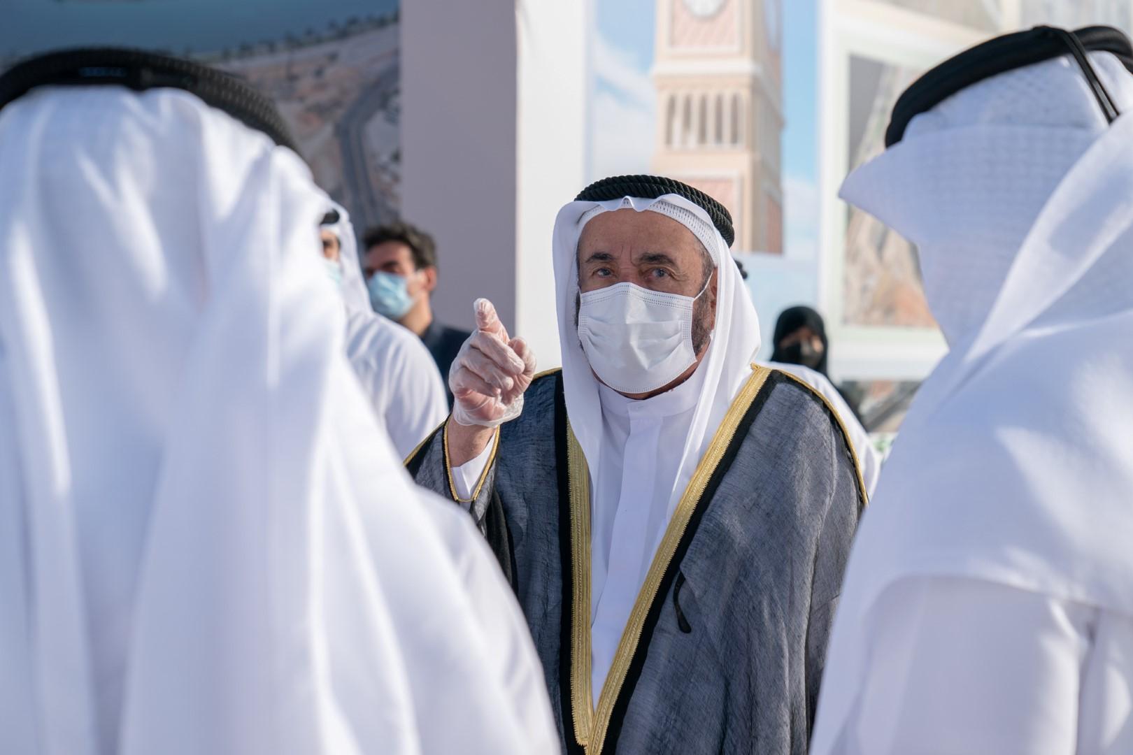 حاكم الشارقة يضع حجر الأساس لميدان برج الساعة ويطلع على أعمال تطوير شارع الوحدة بكلباء