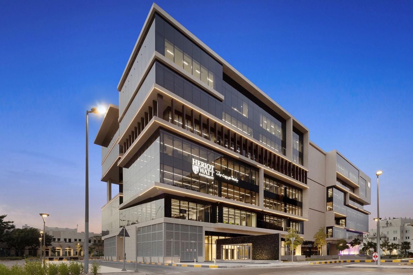 """جامعة """"هيريوت وات"""" تفتتح حرمها الجديد في قرية دبي للمعرفة"""
