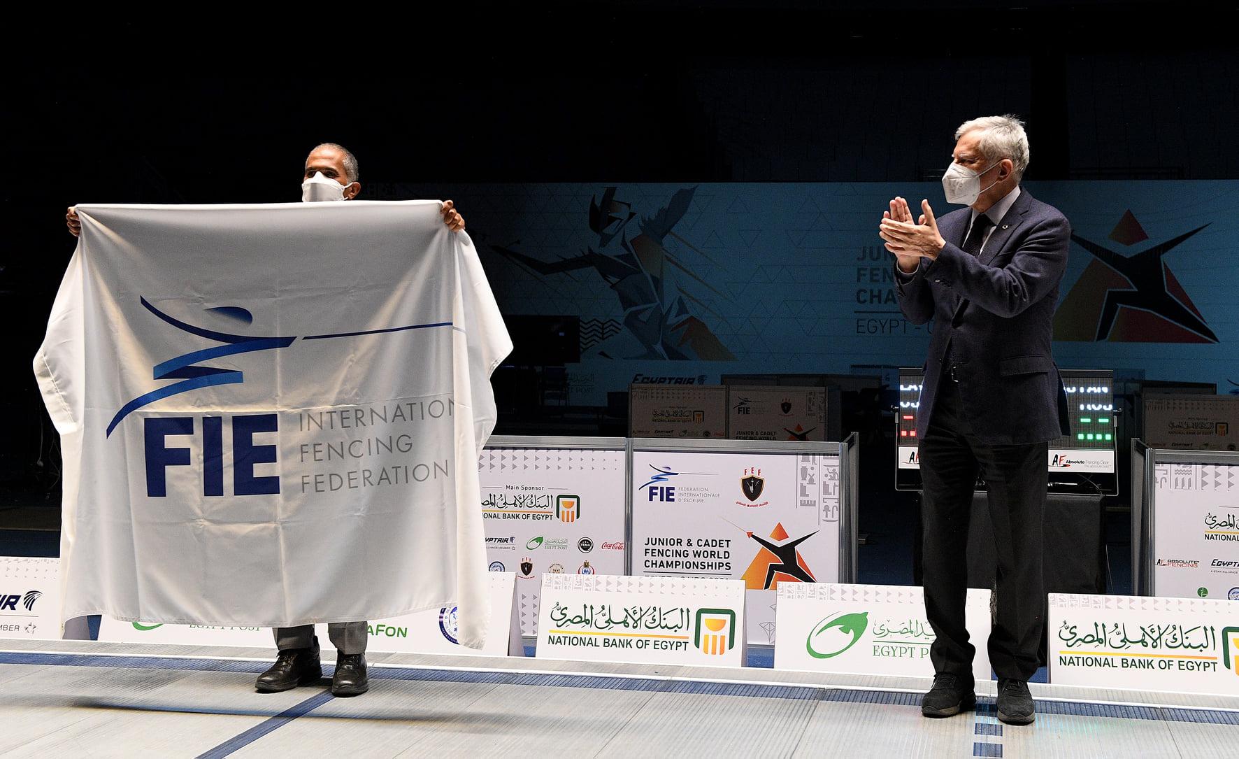 الإمارات تتسلم رسميا علم استضافة بطولة العالم للشباب والناشئين للمبارزة 2022