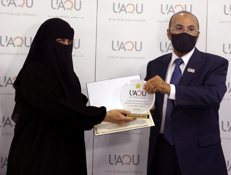 جامعة أم القيوين تكرم طالباتها الفائزات في منافسة التحكيم التجاري