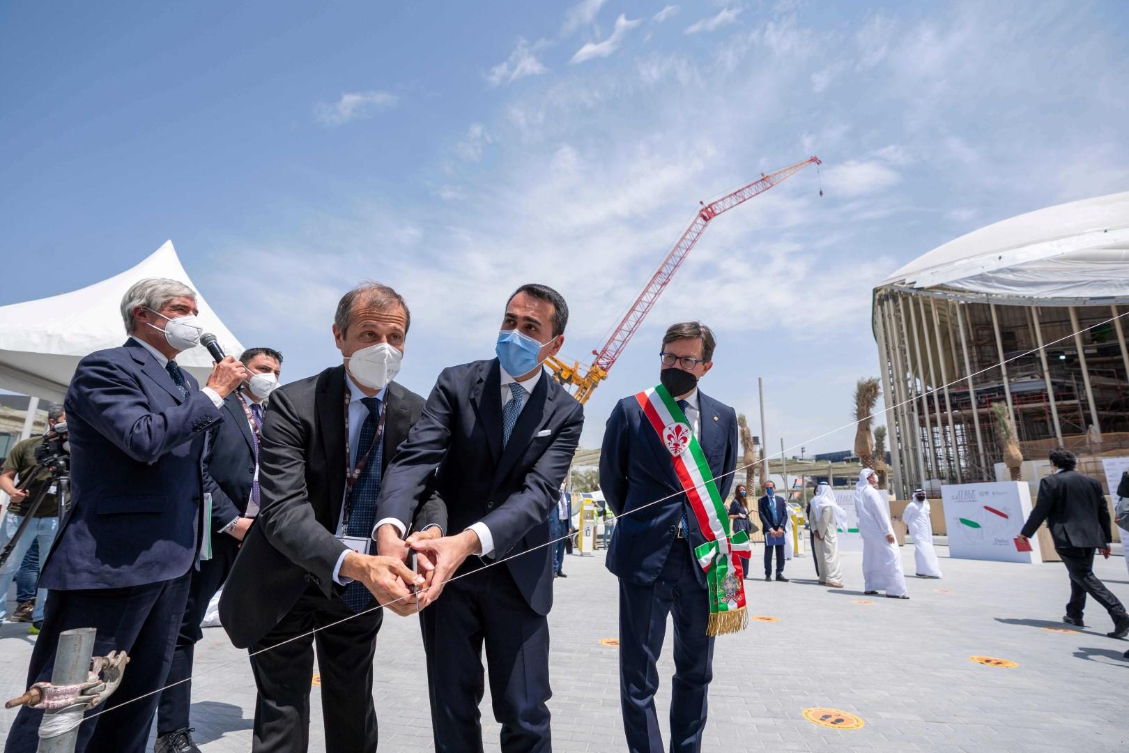"""في احتفالية اكتمال جناح إيطاليا.. كشف النقاب عن توأم منحوتة """"ديفيد"""" لمايكل أنجلو في إكسبو 2020 دبي"""