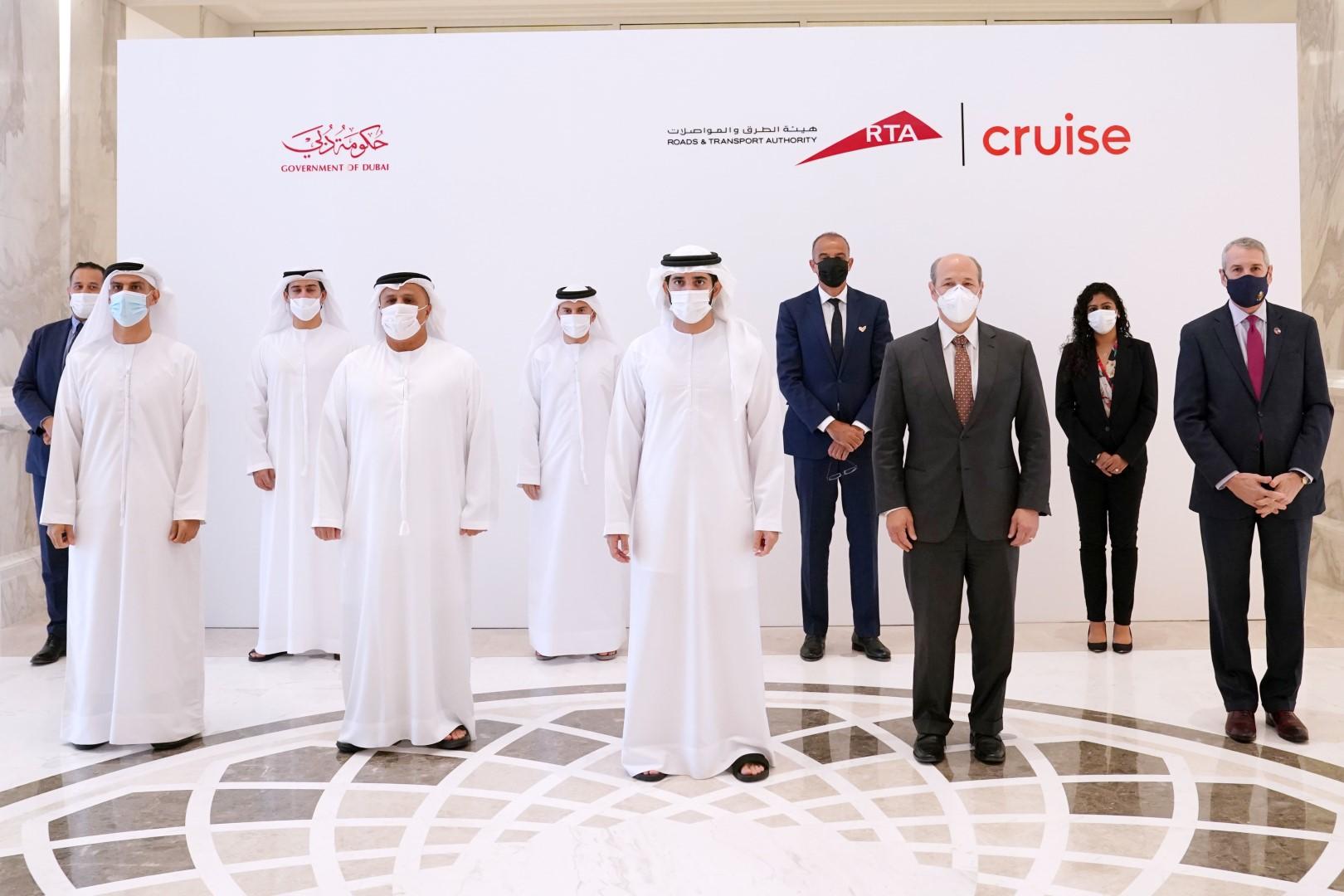 """حمدان بن محمد يشهد توقيع اتفاقية بين """"طرق دبي"""" و""""شركة كروز"""""""