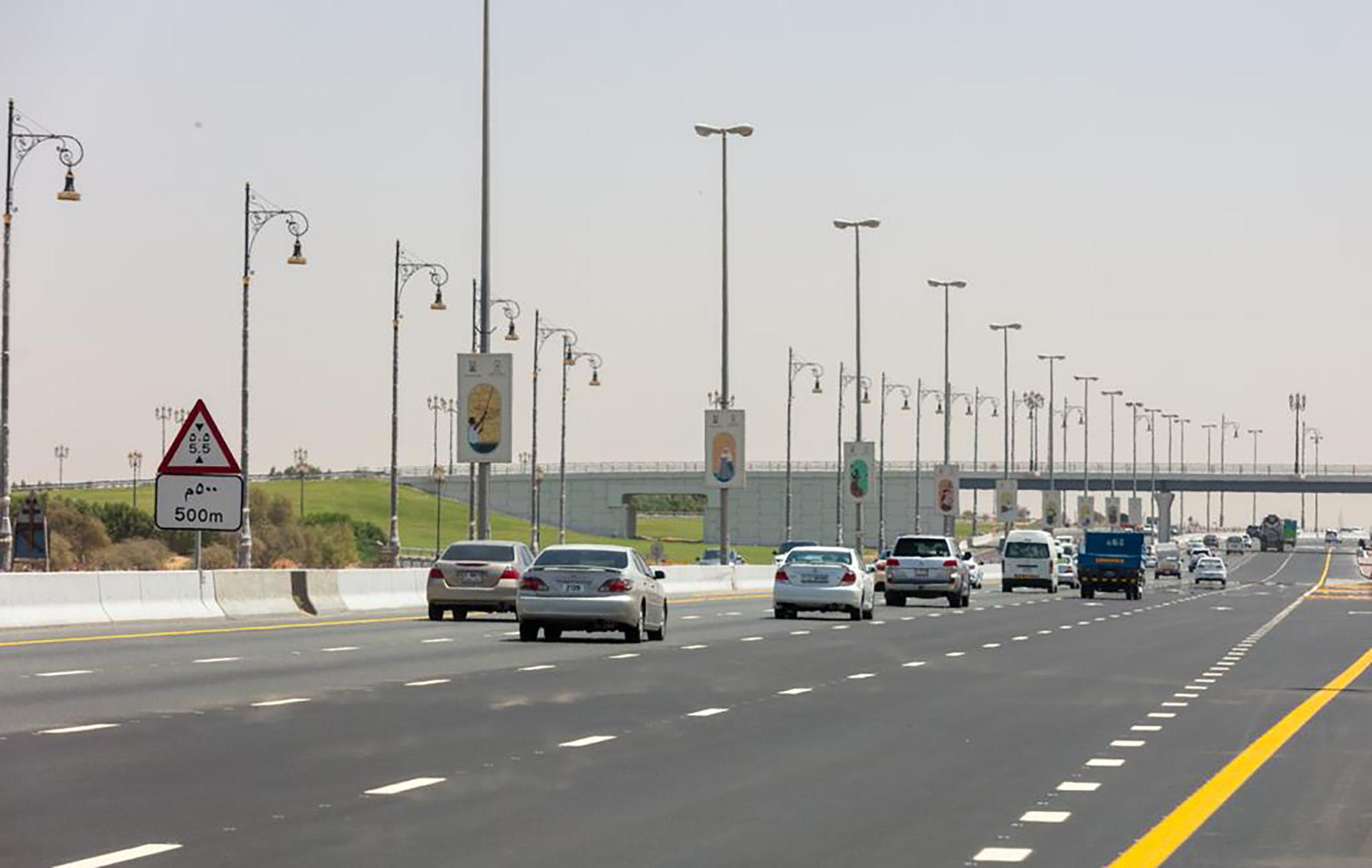 طرق الشارقة تنجز 93 بالمائة من مشروع تطوير طريق الذيد بتكلفة 85 مليون درهم