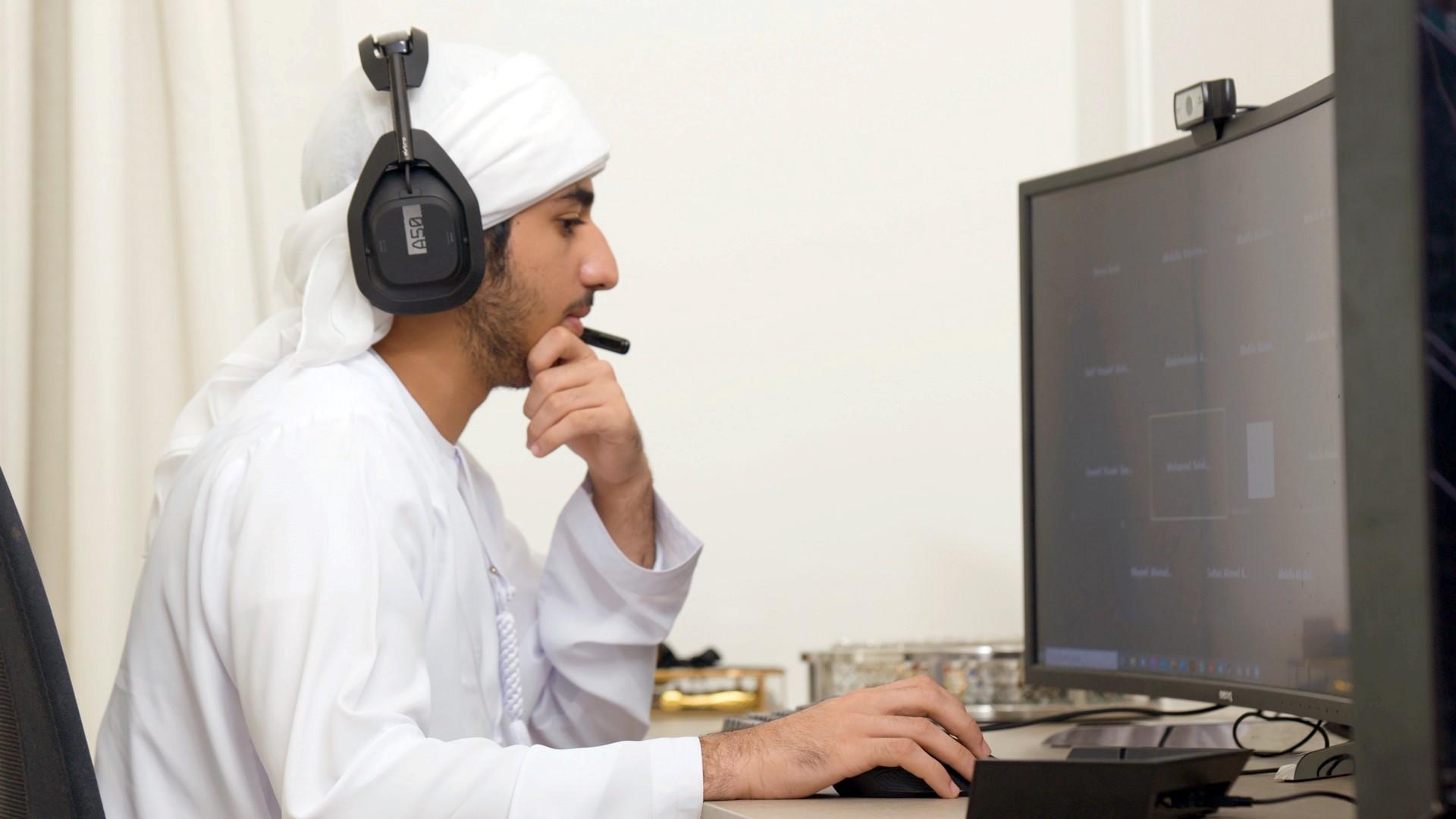 خليفة بن طحنون : حريصون على تمكين أبناء الشهداء في مختلف مراحل التعليم