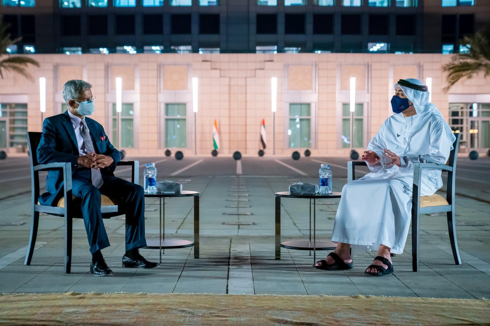 عبدالله بن زايد يستقبل وزير خارجية الهند