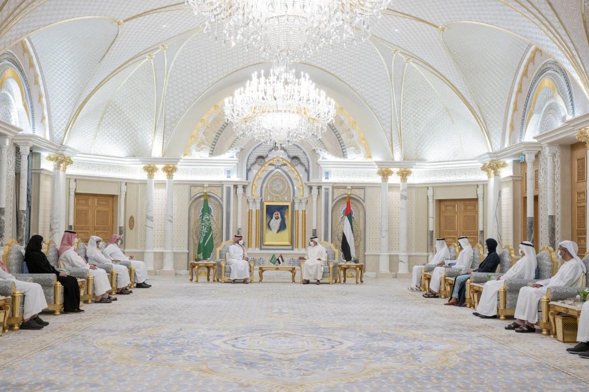 منصور بن زايد يستقبل وزير الرياضة السعودي