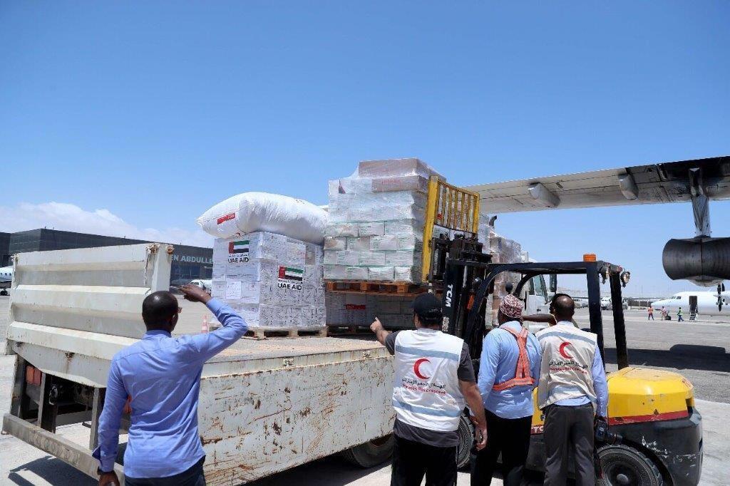 """""""الهلال الأحمر"""" تسير جسرا جويا لدعم الأوضاع الإنسانية في الصومال"""