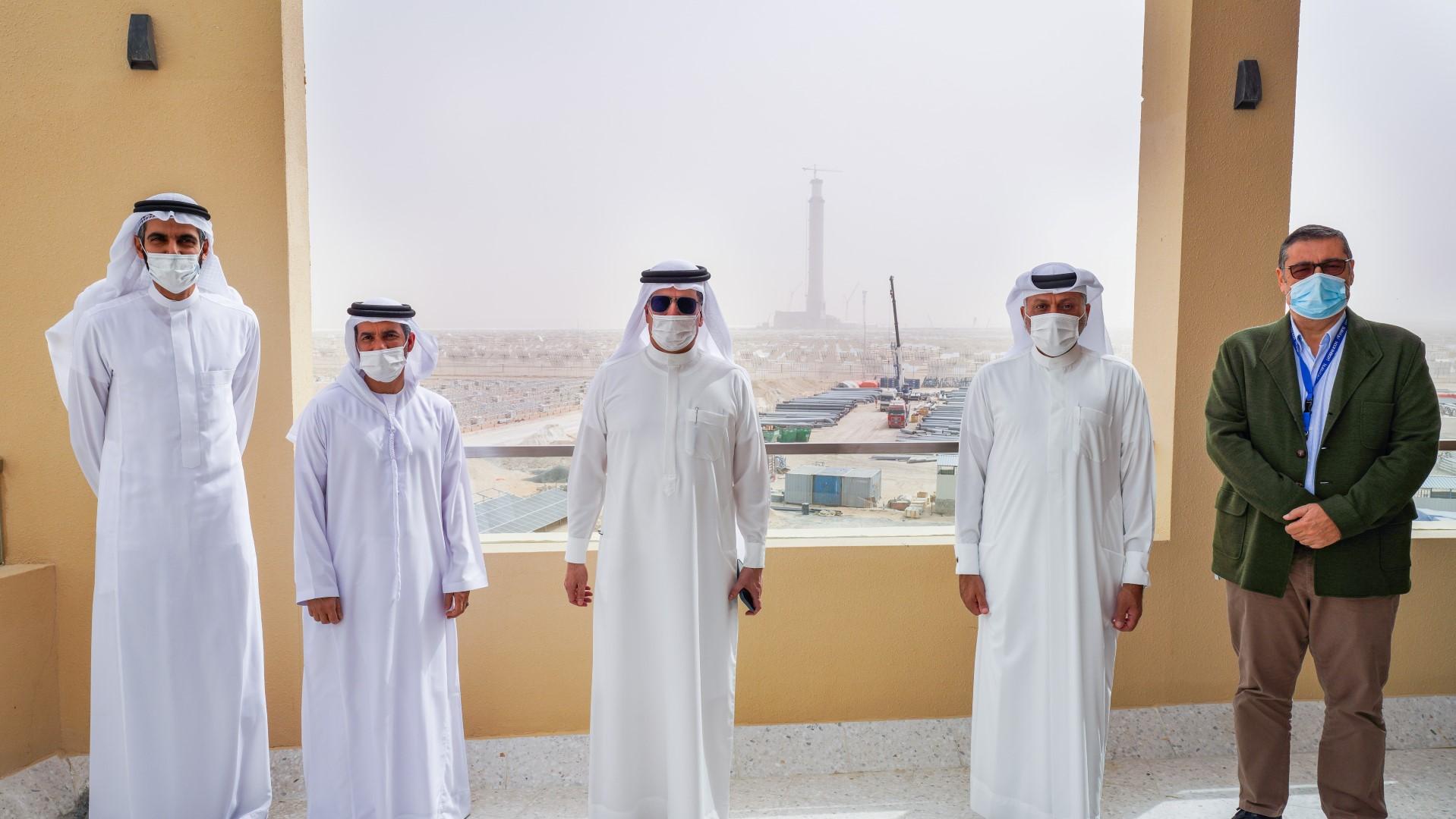 سعيد الطاير يتفقد سير العمل في المرحلة الرابعة من مجمع محمد بن راشد آل مكتوم للطاقة الشمسية