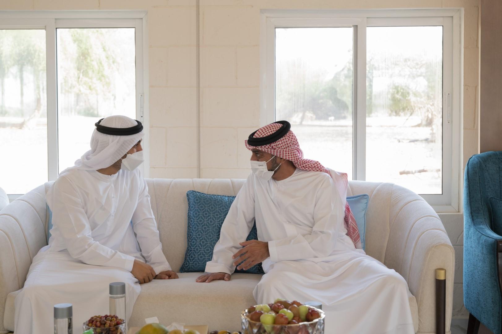 محمد بن زايد يزور حاكم عجمان و يتبادلان التهاني بعيد الفطر المبارك