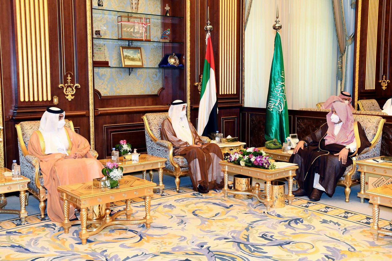 صقر غباش يعقد جلسة مباحثات مع رئيس مجلس الشورى السعودي في الرياض