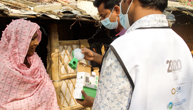"""مبادرة """"ما بعد 2020"""" تساهم في توفير مصابيح شمسية لمخيم للاجئين الروهينغا ببنغلاديش"""