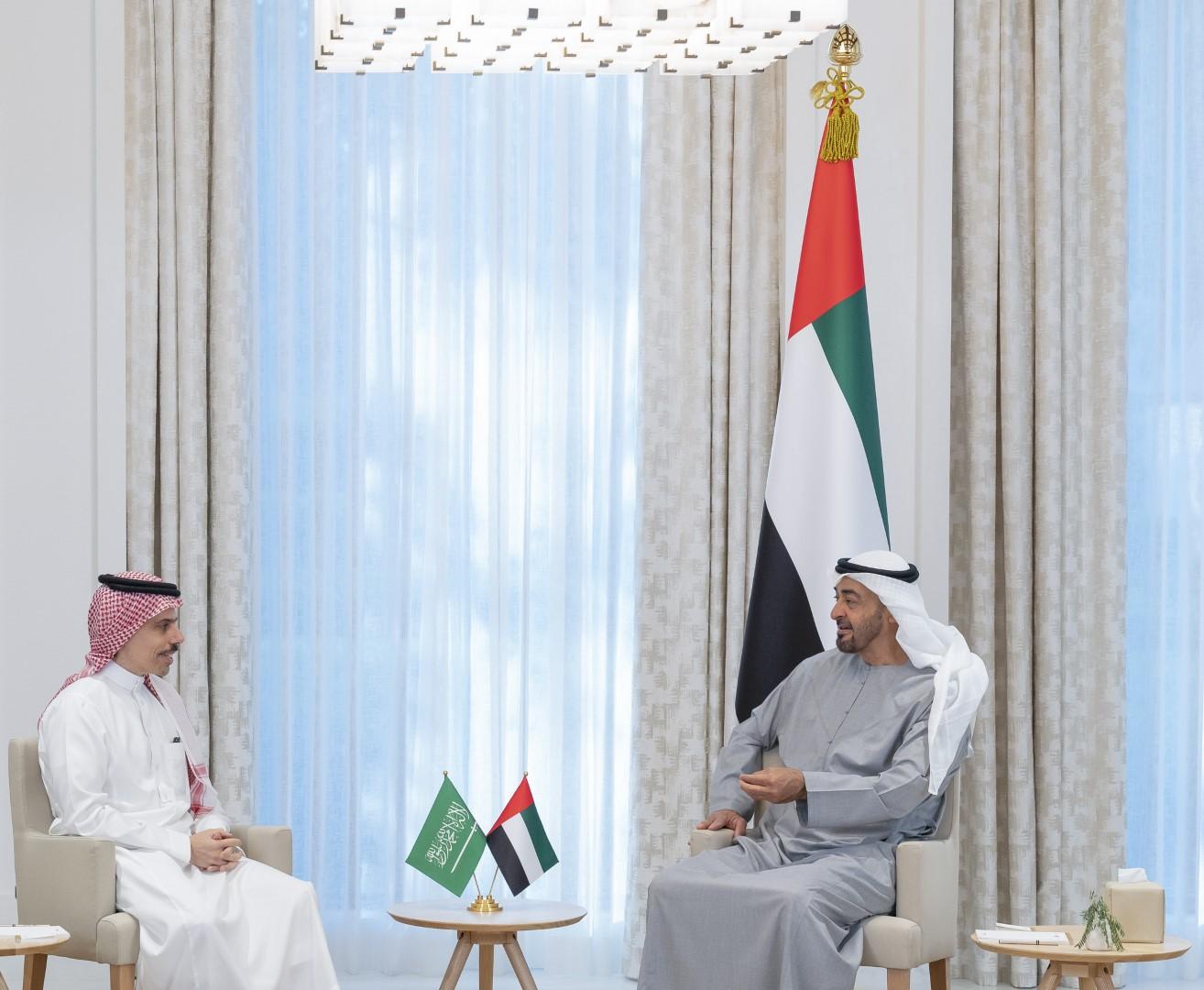 محمد بن زايد يستقبل وزير خارجية السعودية