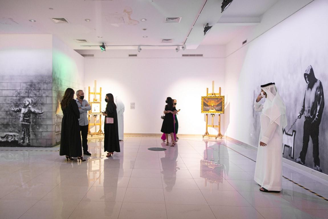 """أكثر من 100 عمل فني لـ""""بانكسي"""" في مول الإمارات"""
