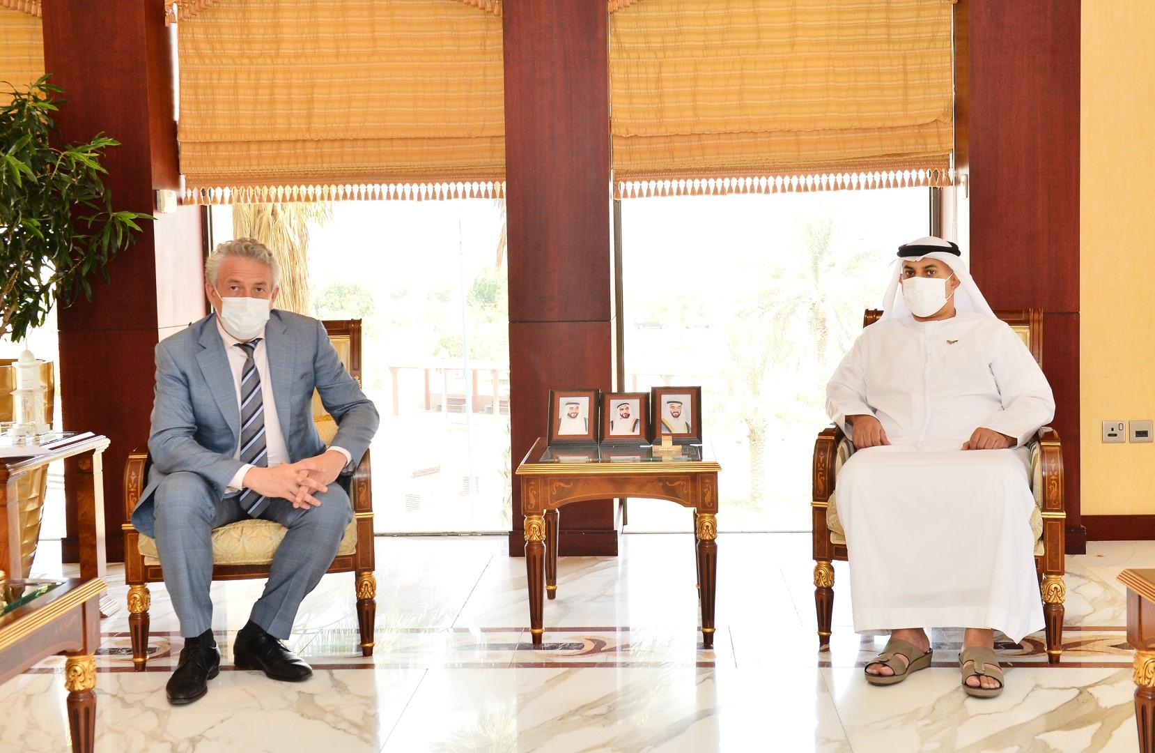 غرفة أبوظبي تبحث التعاون مع مجلس الأعمال الروسي