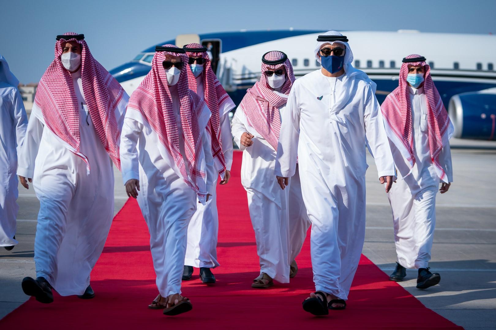 عبدالله بن زايد يستقبل وزير الخارجية السعودي