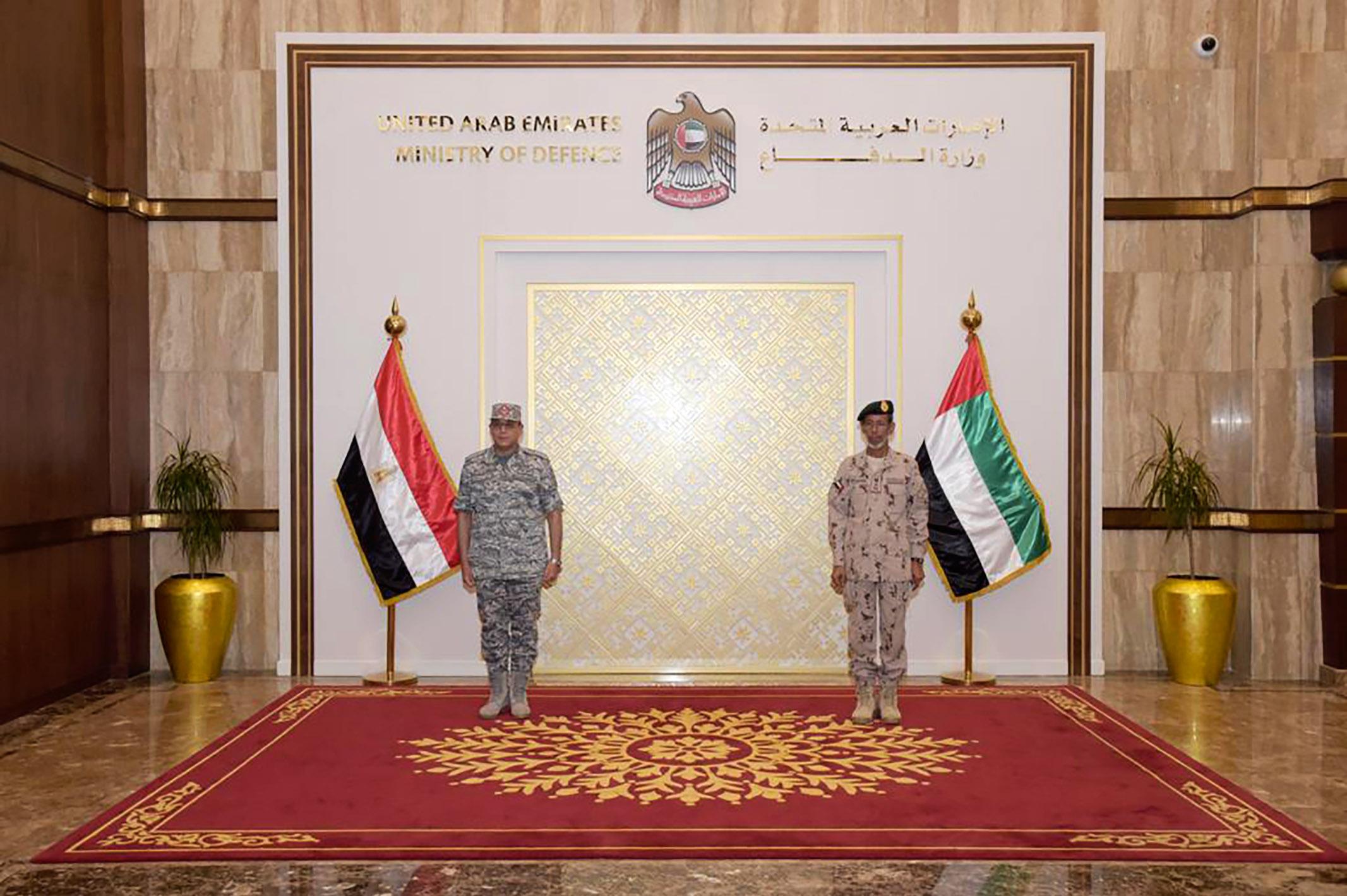 رئيس الأركان يستقبل قائد القوات الجوية المصرية