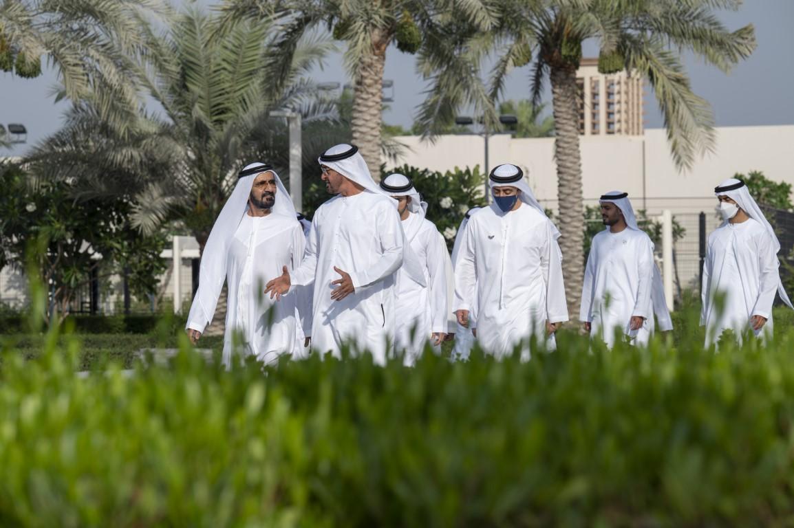 محمد بن زايد يستقبل أخاه محمد بن راشد في قصر الشاطئ