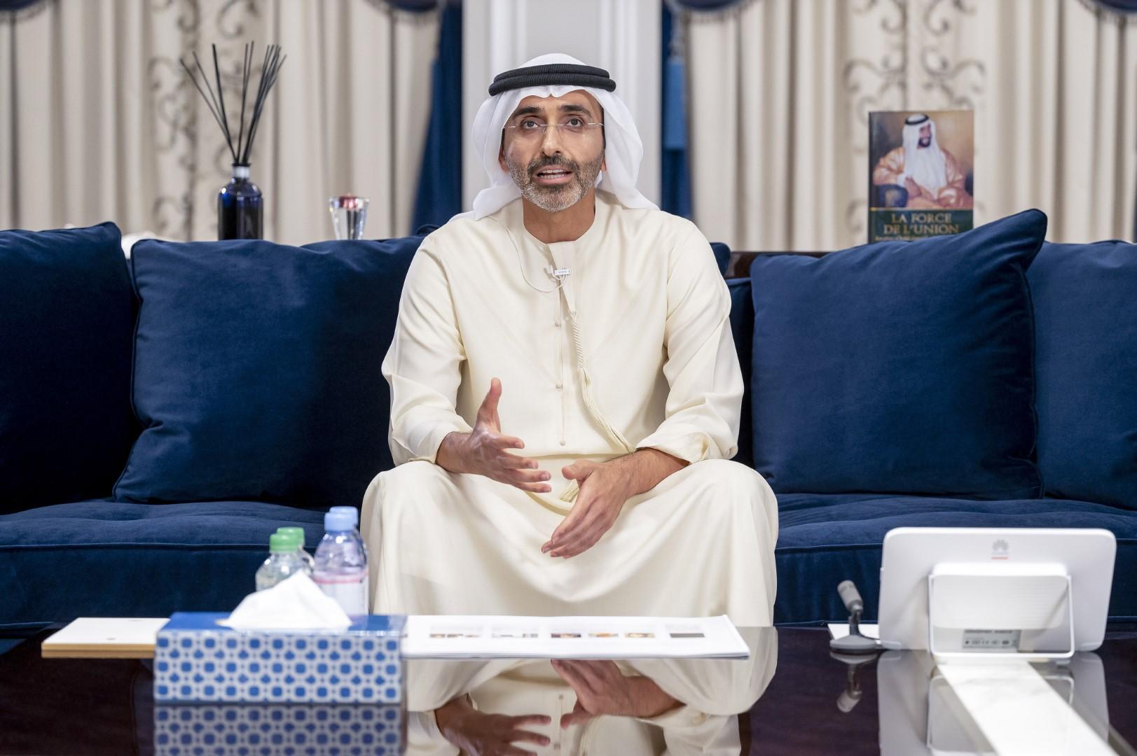 ذياب بن زايد يشهد المحاضرة الثالثة لمجلس محمد بن زايد الرمضاني بعنوان