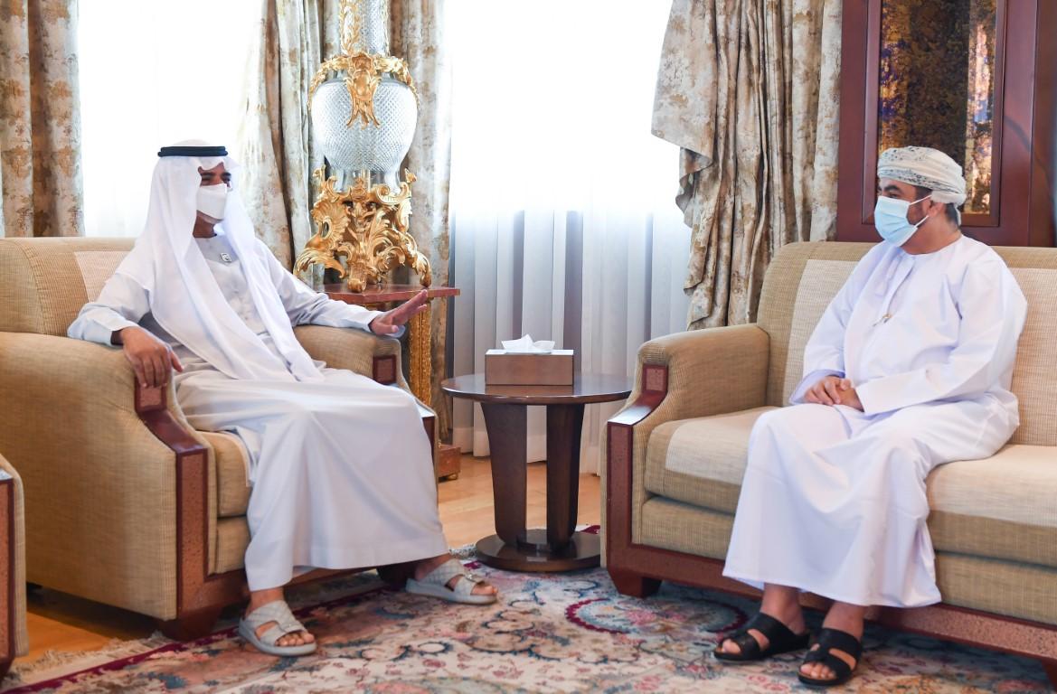 نهيان بن مبارك يبحث مع سفير عمان سبل تعزيز التعاون
