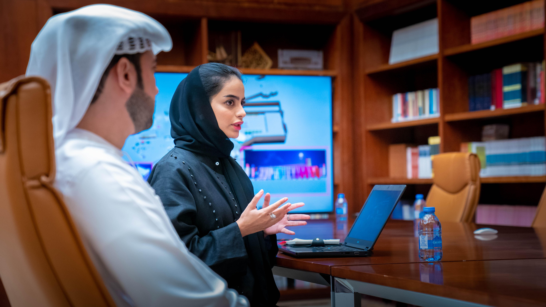 ولي عهد عجمان يطلع على برامج وأنشطة مهرجان المربعة للفنون