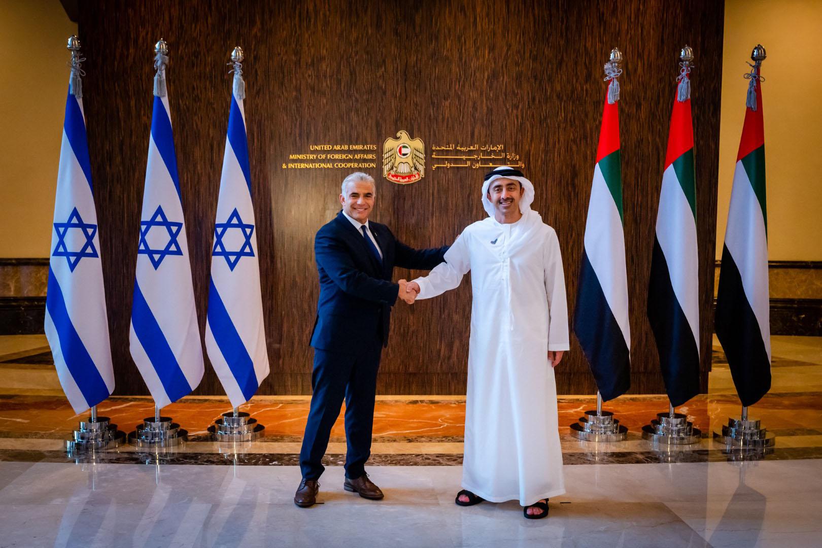عبدالله بن زايد يستقبل وزير خارجية إسرائيل في أول زيارة رسمية للدولة