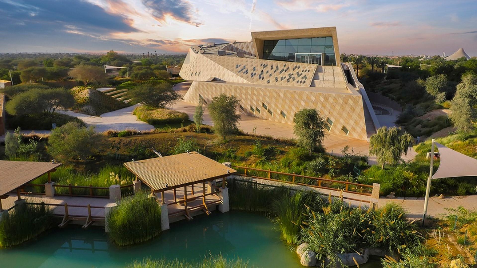 حديقة الحيوانات بالعين تثري السياحة البيئية بممارسات مستدامة