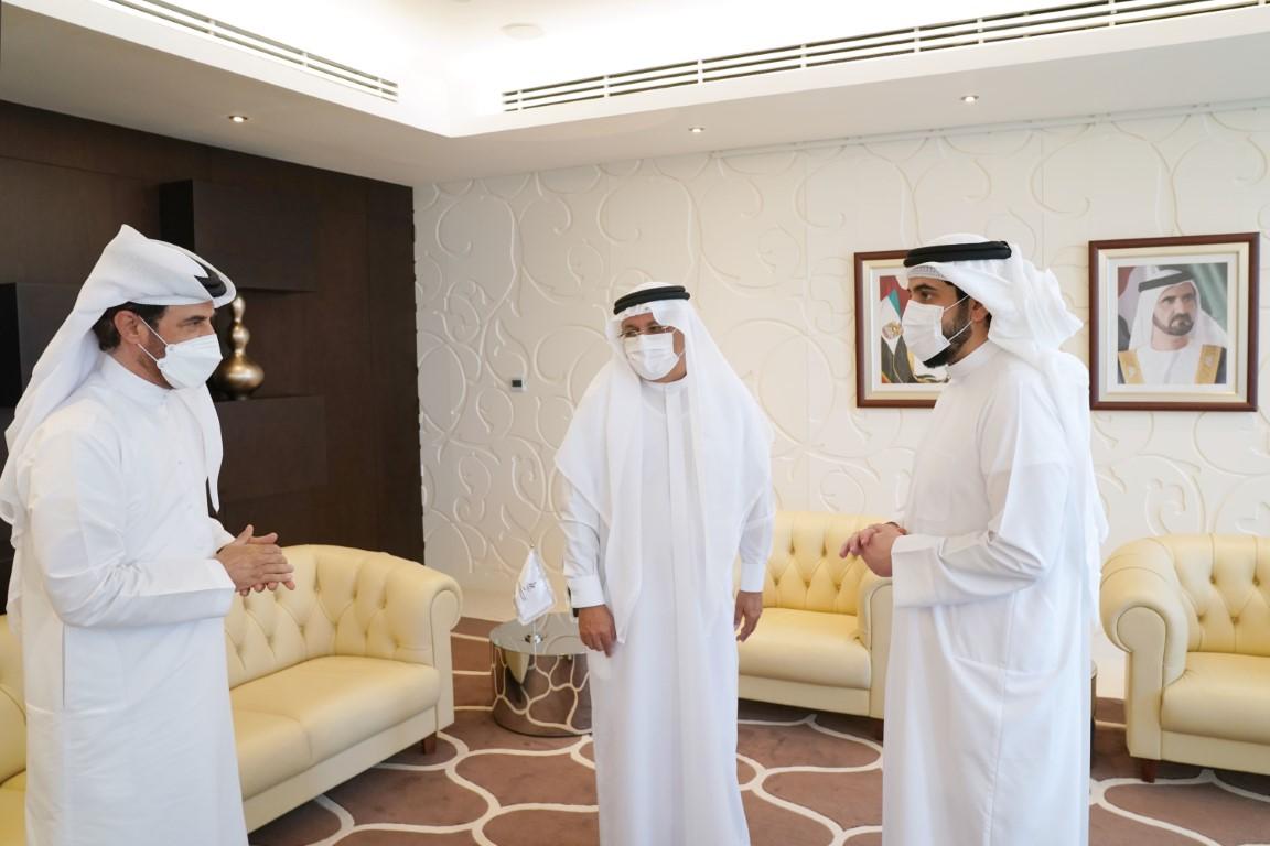 أحمد بن محمد يكرم حميد القطامي تقديرا لإسهاماته في خدمة الحركة الأولمبية