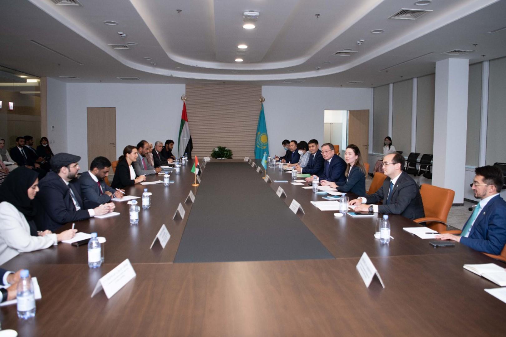 خلال زيارتها كازاخستان.. مريم المهيري توقع اتفاقية تعاون مع المنظمة الإسلامية للأمن الغذائي
