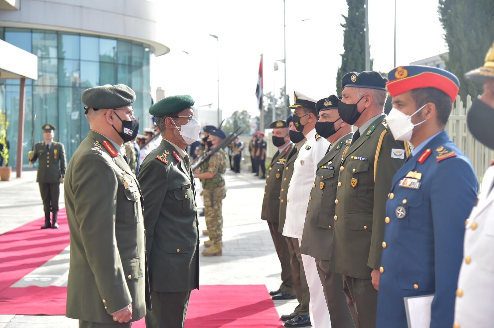 الرميثي يبحث مع نظيره القبرصي علاقات التعاون الدفاعي المشترك