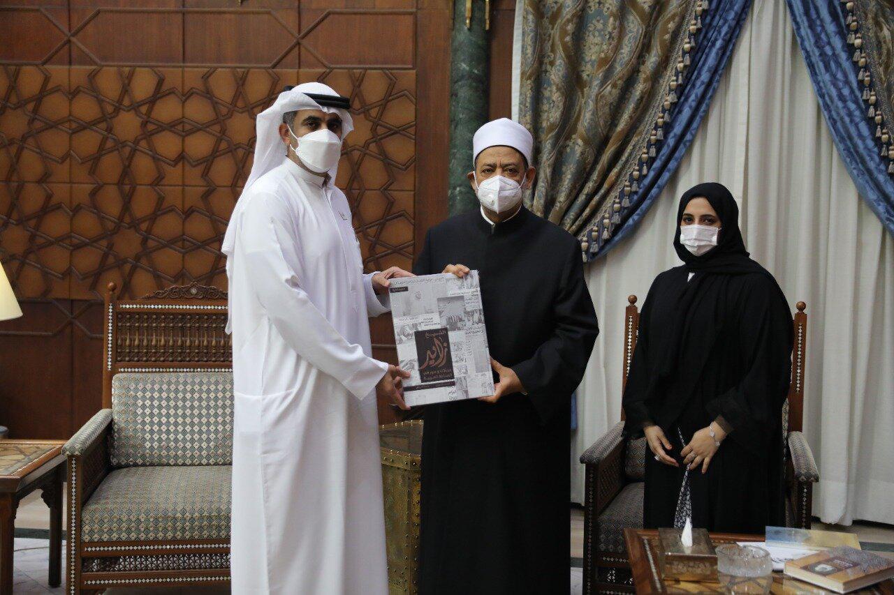 وأشاد شيخ الأزهر بجهود الإمارات في الحفاظ على اللغة العربية