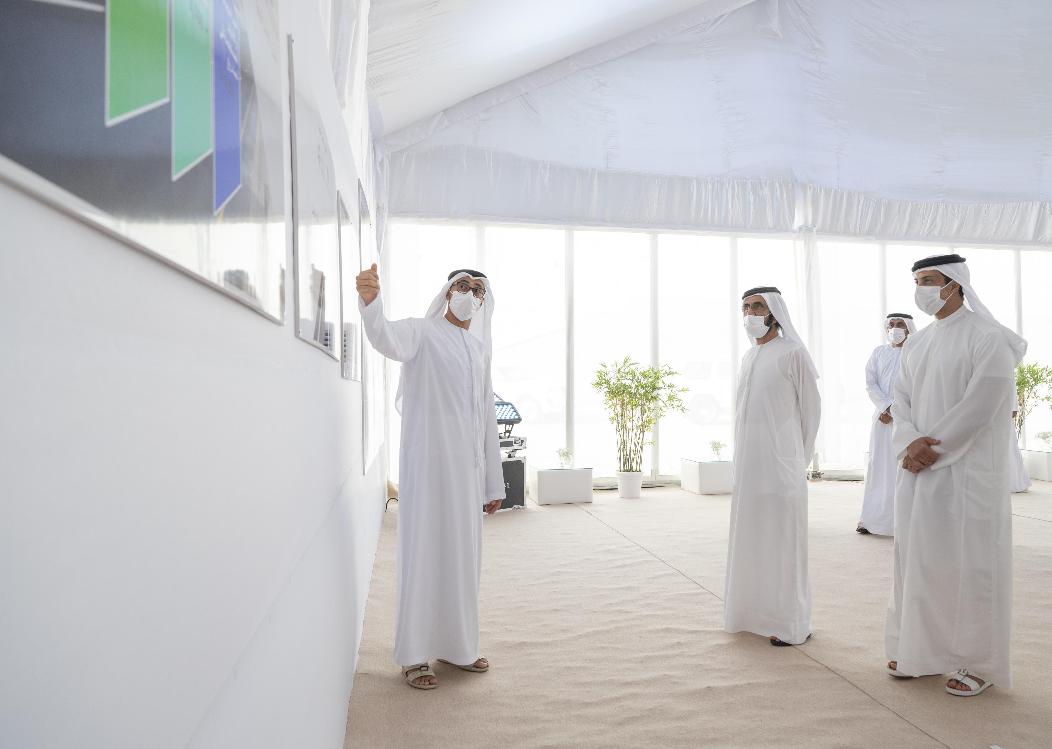 محمد بن راشد يفتتح مشاريع طرق إستراتيجية لتعزيز شبكة الربط بين إمارات الدولة باستثمارات 1.95 مليار درهم