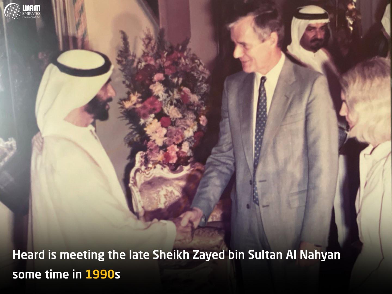""""""" مهندس نفط بريطاني مكث في أبوظبي ٥٨ عاما """": الإمارات أكثر الدول أمنا بفضل رؤية قيادتها و حسن تخطيطها"""