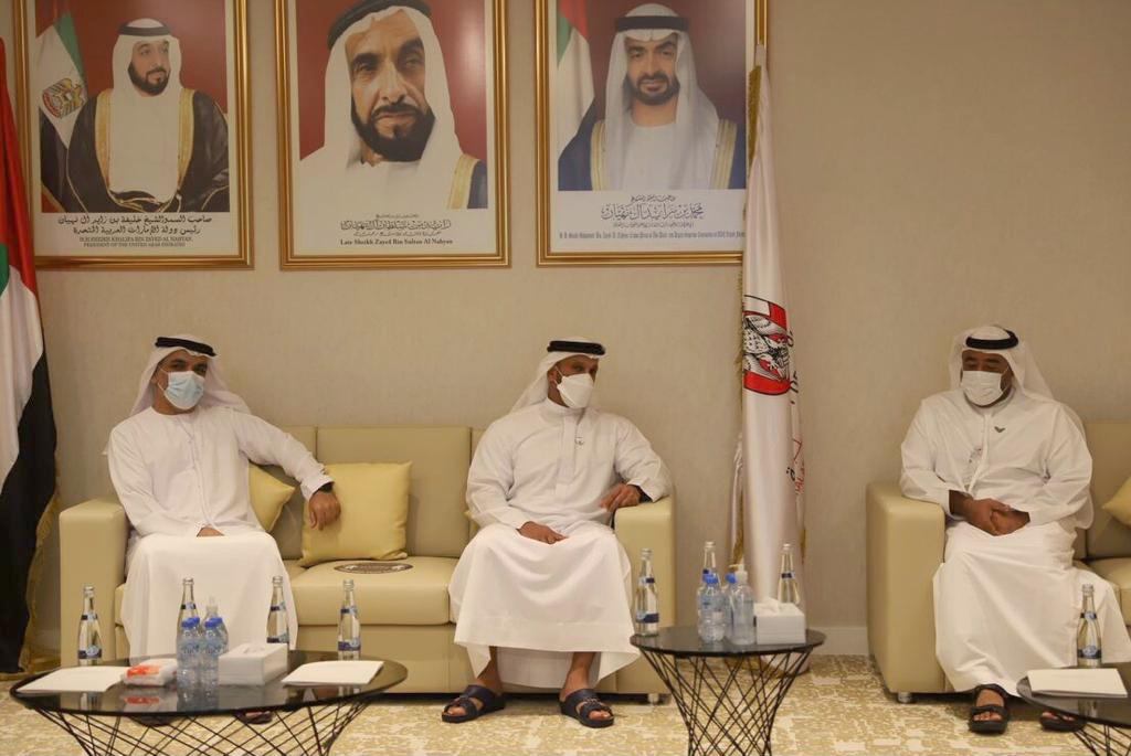 عبدالله آل حامد يطلع على استراتيجية جمارك أبوظبي ويشيد بجهودها خلال