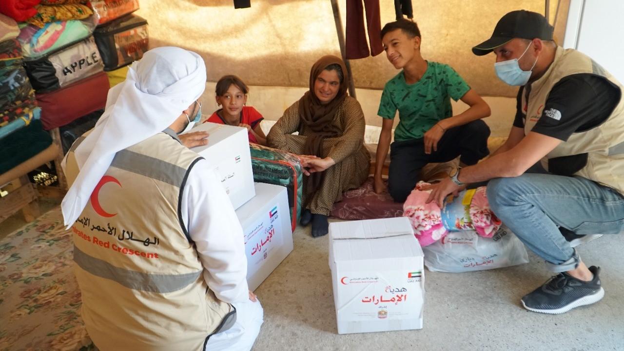 """""""الهلال الأحمر"""" يقدم مساعدات إغاثية للمتأثرين بحريق مخيم """"شاريا"""" في كردستان العراق"""